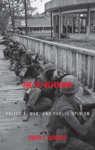 The Tet Offensive: Politics, War, and Public Opinion - David F. Schmitz