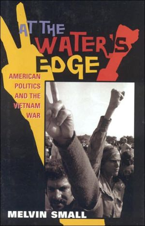 At the Water's Edge: American Politics and the Vietnam War (The American Ways Series) - Melvin Small